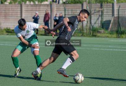 Campionato-Eccellenza-Girone-A-Barano-Afro-Napoli-United-Foto-di-Alessandro-Ascione-1604-Dribbling-Angelo-Arcamone