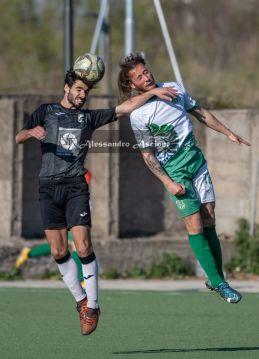 Campionato-Eccellenza-Girone-A-Barano-Afro-Napoli-United-Foto-di-Alessandro-Ascione-1518-Contrasto-Aereo-Pasquale-Chiariello-Vitor-Miguel-Duarte-Pestana