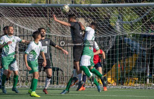Campionato-Eccellenza-Girone-A-Barano-Afro-Napoli-United-Foto-di-Alessandro-Ascione-1489-Colpo-di-testa-Angelo-Arcamone